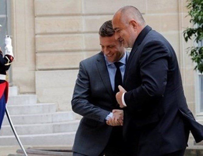 Министър-председателят Бойко Борисов разговаря по телефоне с френския
