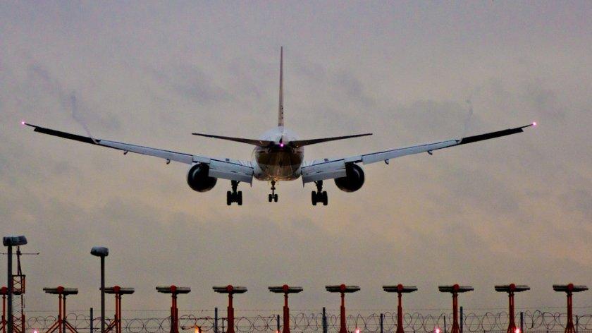 Сигнал за бомба е създал паника на летището
