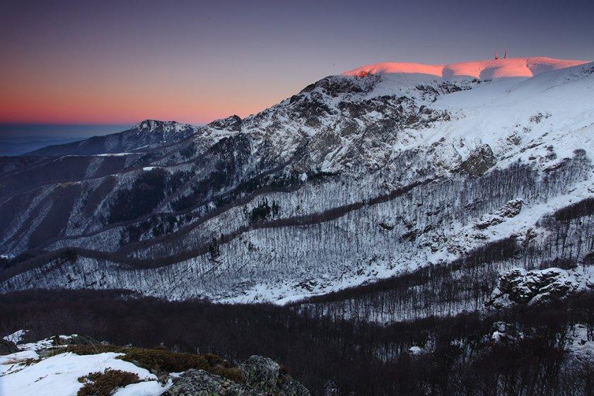 Екип планински спасители издирва мъж в Стара планина,