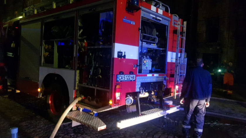 Четирима души са пострадали при пожар в кравеферма