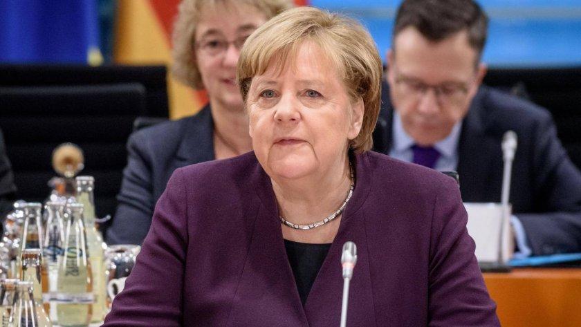 Канцлерът на Германия АнгелаМеркелочаква до 70% от населението