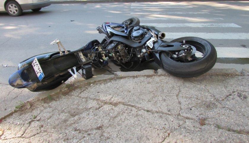 17-годишен моторист е пострадал при пътен инцидент на