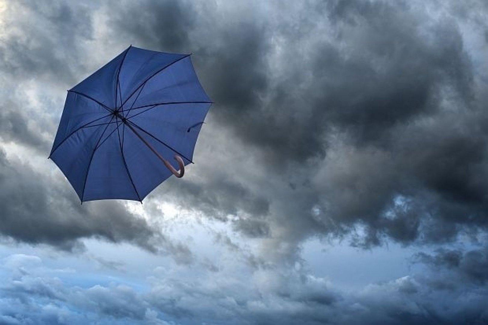 Над страната ще бъде предимно облачно, ще вали