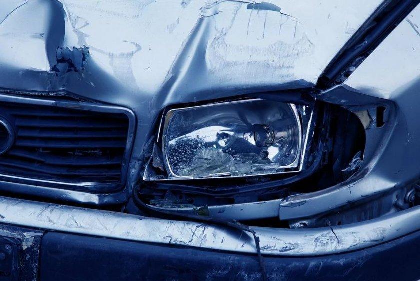 Пиян и надрусан шофьор предизвика катастрофа в Казанлък.