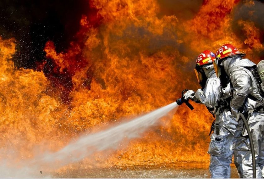 Пет души загинаха днес при пожар в сграда