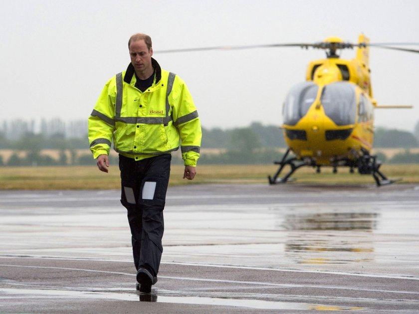 Принц Уилям отново ще е пилот на хеликоптер.