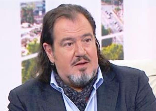 Милионерът Християн Гущеров възнамерява да предложи брак на настоящата си