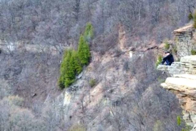 Виждате ли нещо на скалитеот лявата страна?Вгледайте сепо-добре ... Tags: