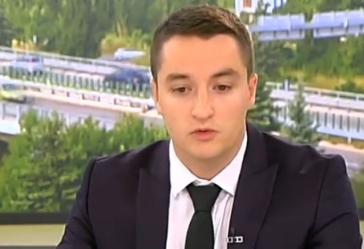 Явор Божанков от БСП изпреварвал автомобил на магистралата в петък,