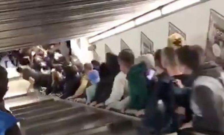 В интернет се появиха шокиращи кадри как десетки души падат