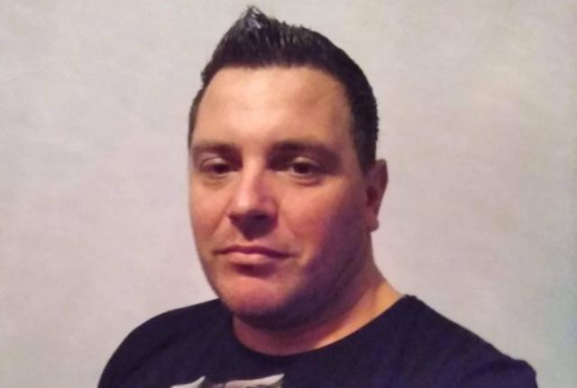Удари са нанасяни с твърд предмет и нож. 35-годишният мъж