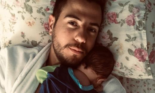 Малкият Александър се роди на 22 април. Въпреки че е