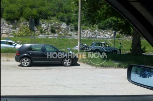Тримата пострадали полицаи се транспортират към софийска болница. Предстои да