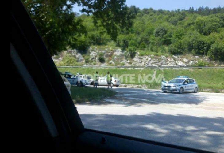Полицейският патрул пътувал в посока Ябланица. Униформените се връщали от