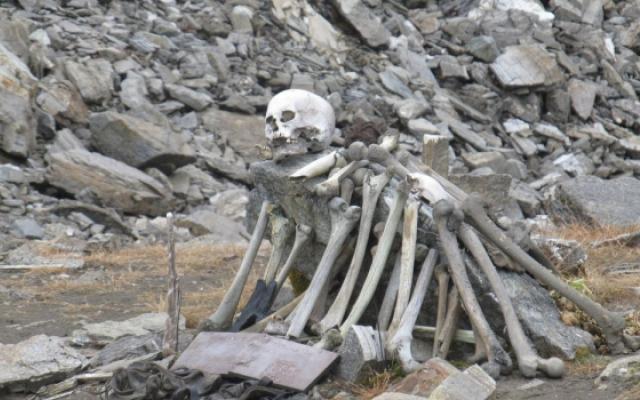 В една от версиите се твърди, че намерените останки принадлежали