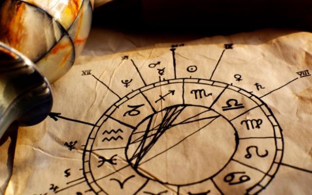 Както видяхме, астрологията възниква още щом човекът вдига взор нагореи
