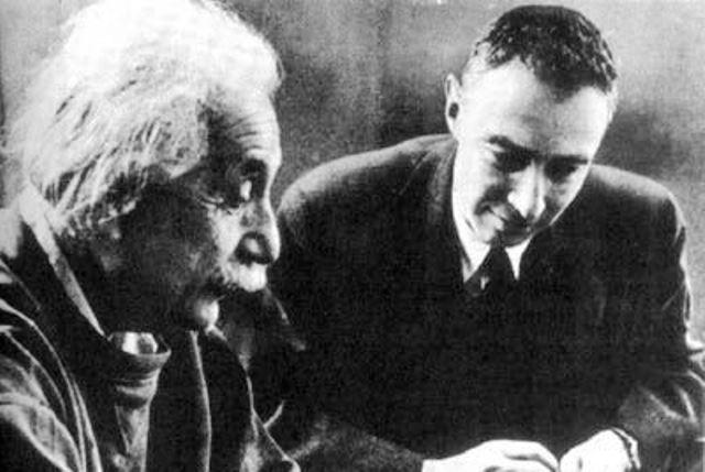 През 1947 година двама велики учениАлберт АйнщайниРобърт Опенхаймерразглеждат всеки един