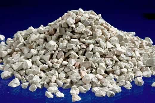 """Вулканичният продукт носи гръцко име: зеолит означава """"кипящ камък"""". Съдържа"""