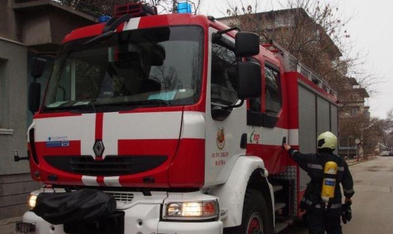 """Микробус се запали на булевард """"Ген. Данаил Николаев"""" в София.  Превозното"""
