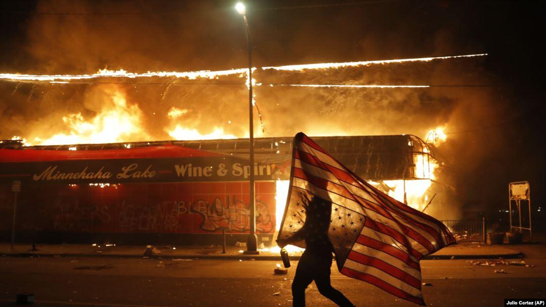 Нова вълна от протести и сблъсъци между демонстранти и полицията