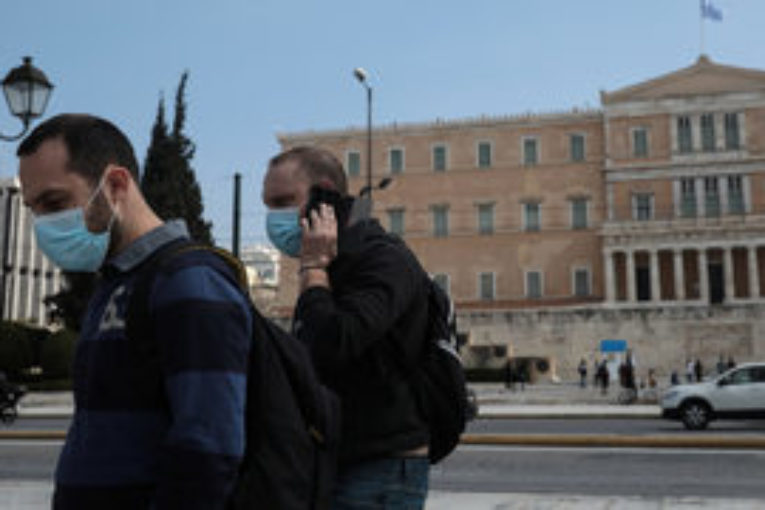 Гръцките власти отново въведоха карантина за влизащите в страната, но