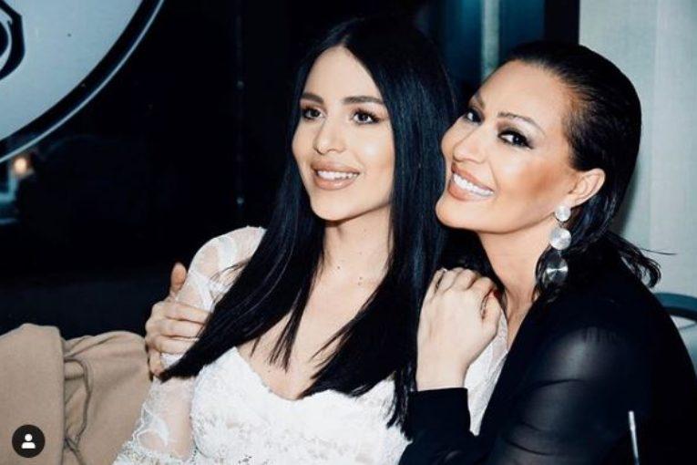 Сръбската певица Цеца Величкович стана баба на 46 години.