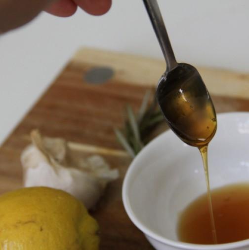 1 кг мед Начин на приготвяне: Поставете лимоните и чесъна