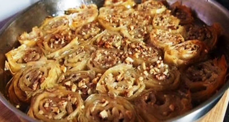 Снимка: С Този Безценен Трик В Кухнята Баклавата Става Два Пъти По-Бързо! Вижте Видео, Тайната Е Да Навиете