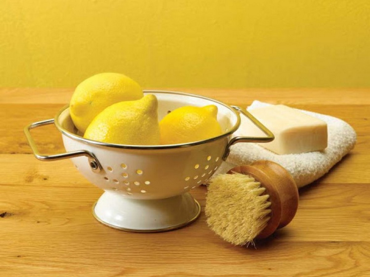 Лимонът, подобно на оцета, е страхотно почистващо средство. Киселината в