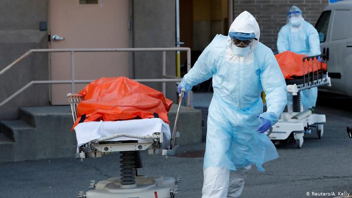 230 са лицата с потвърденCOVID-19, които са настанени под лекарско