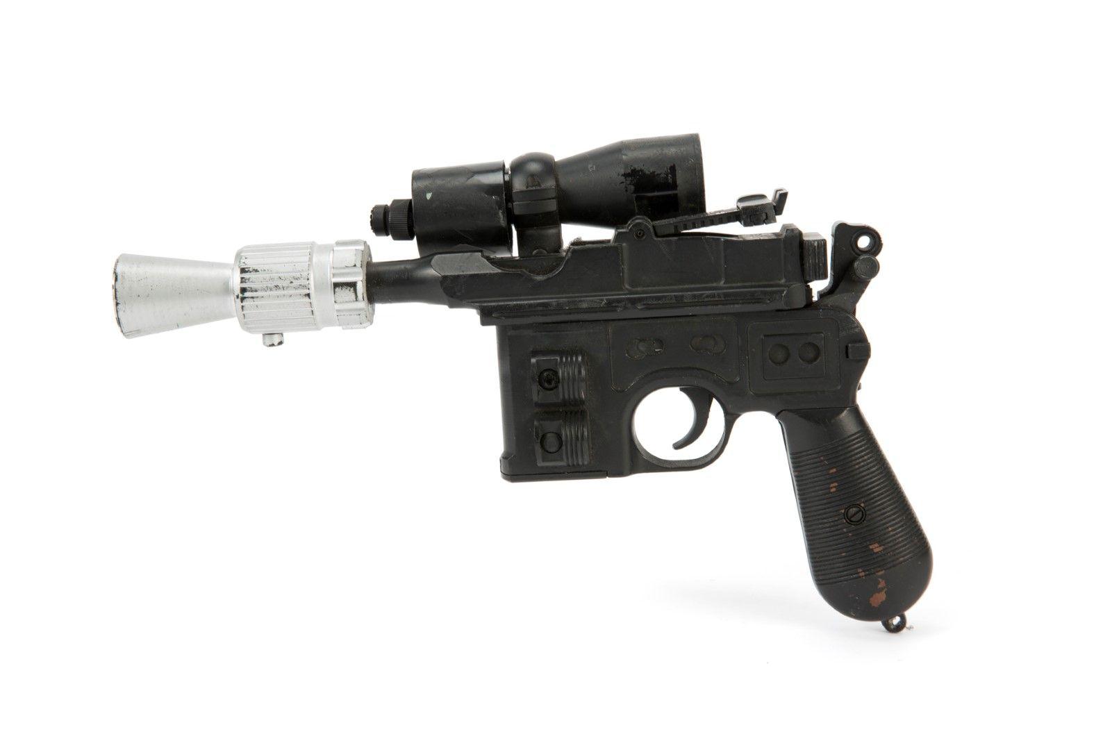 Дългият около 40 сантиметра лазерен пистолет бил съхраняван над 30