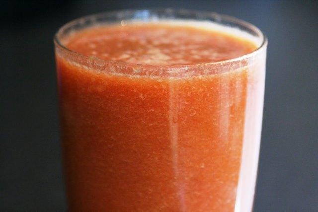 Начин на приготвяне: Срежете грейпфрута на половина и премахнете ципите