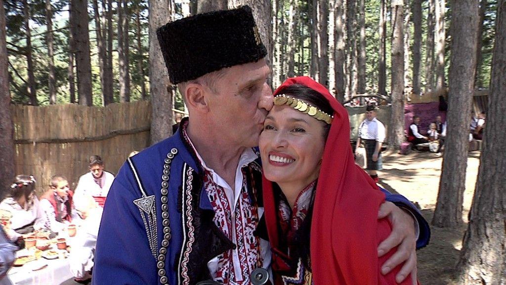 Във видеото, което беше публикувано на страницата на фестивала, Крос