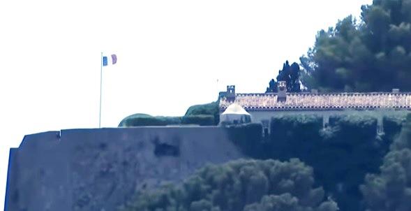 Макрон и съпругата му пристигнаха в петък в замъка Брегансон,