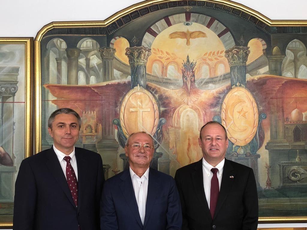 Почетният председател на ДПС д-р Ахмед Доган и председателят на