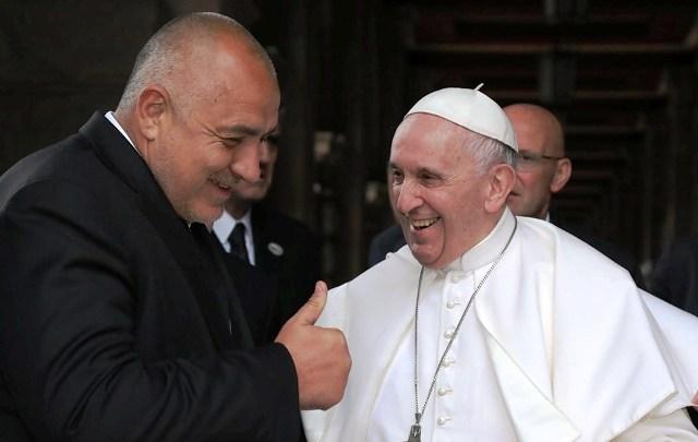 След тридневна визита у нас, папа Франциск отпътува за Северна
