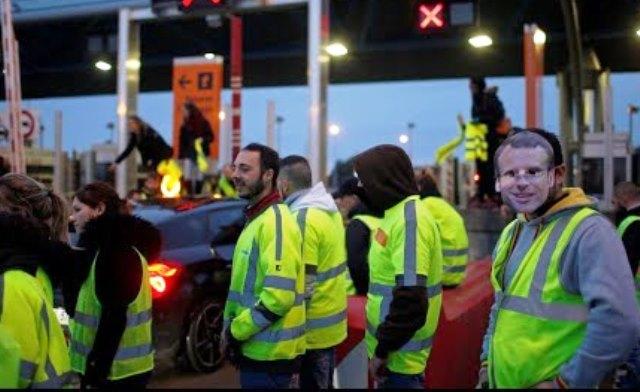 Бонуси за изтощените от протестите полицаи Френското правителство предложи днес
