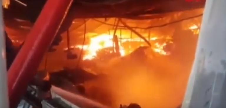 Засега няма информация за загинали и ранени при пожара. Не