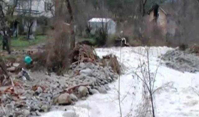 Според информацията, реката вече е в коритото си и опасност