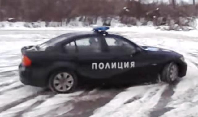 Снимка: Бг Полицай Яхна Баварец На Леда И Събра Очите На Всички! Вижте Разбиващото Видео!