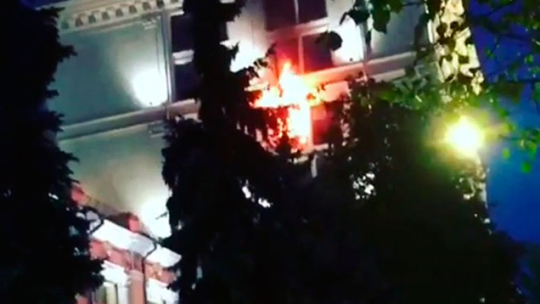 Властите не съобщаваткакви са причините за пожара. В един от