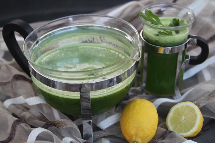 Необходими съставки: »1 лимон » 60 грама магданоз » 2