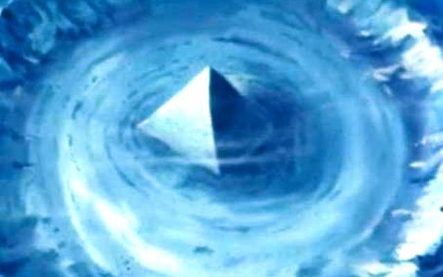 Стъклената структура е открита от океанографа Верлаг Майер с помощта