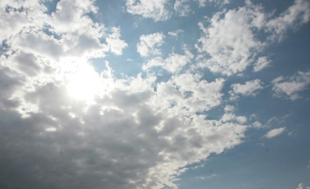 Днес ще преобладава слънчево време с повече облаци