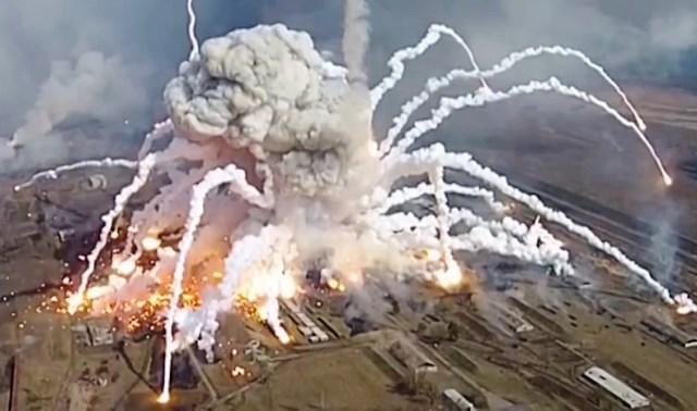 В китайските социалнимрежи бързо се разпространиха снимки от експлозията.По първоначална