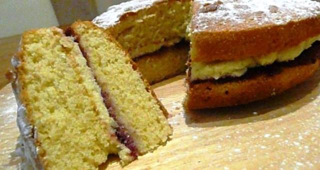 1 пак. желатин; 300 гр. обикновени бисквити; 1 пак. нишесте (ванилия). 1 л.