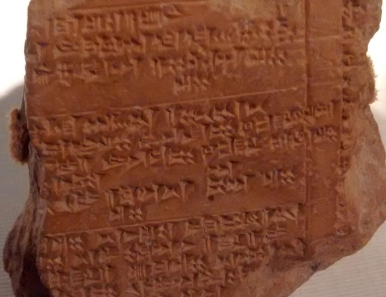 Професорът отбелязва, че парчетата са от Табалското кралство и ще