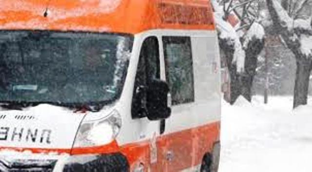 Шофьорът на първия млековоз е откаран в болница в тежко