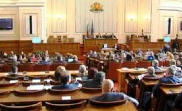 Днес социалистите входираха в деловодството на парламента искането си за