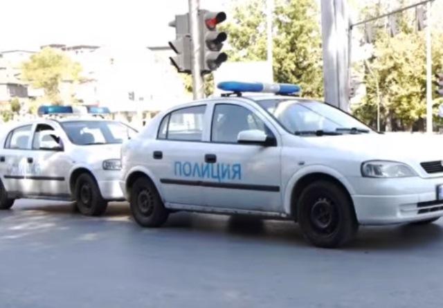 Водачката ударила спрял на платното патрулен автомобил